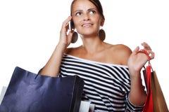 Schöne junge Frau mit Einkaufstaschen Stockfoto