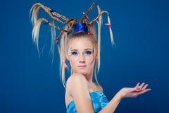 Schöne junge Frau mit Gesichtkunst Lizenzfreies Stockbild