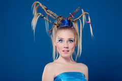 Schöne junge Frau mit Gesichtkunst Lizenzfreie Stockfotos