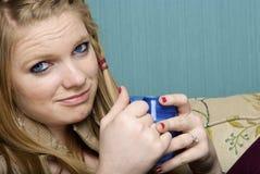 Schöne junge Frau mit Morgenkaffee Stockfotografie