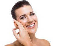 Schöne junge Frau mit perfekter Haut stockbilder