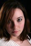 Schöne junge Frau mit Schönheitsmarkierung Stockfotos