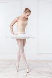 Schöne junge Frauen-Ballerina Lizenzfreies Stockfoto