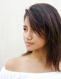 Schöne junge frische gegenübergestellte asiatische Frau stockbilder