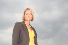 Schöne junge Geschäftsfrau Stockbild