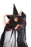 Schöne junge Hexe für Halloween stockfotografie