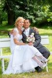 Schöne junge Hochzeitspaare Stockfotografie