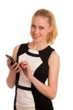 Schöne junge kaukasische Geschäftsfrau mit Smartphone communi Stockfotos
