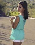 Schöne junge moderne Frau lizenzfreie stockfotografie