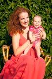 Schöne junge Mutter mit Baby Stockfotografie
