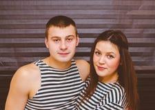 Schöne junge Paare lizenzfreies stockfoto