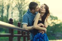 Schöne junge Paarumfassung Lizenzfreie Stockbilder