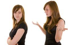 Schöne junge Schwesterargumentierung Stockbilder
