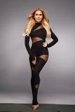 Schöne junge sexy Frau mit perfekter Athlet blondem gesundem dünnem figur Stockbilder