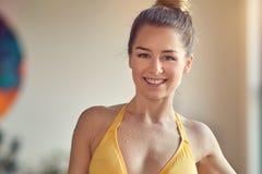Schöne junge sportliche Frau Lizenzfreies Stockbild
