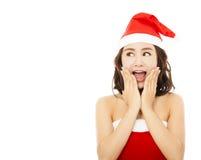 Schöne junge Weihnachtsfrau, die einen lustigen Ausdruck macht Stockfotografie
