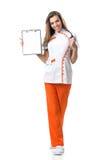 Schöne Jungekrankenschwester in ihrem Handordner lizenzfreies stockfoto