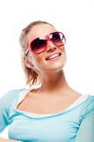 Schöne kühle Frau in der Sonnenbrille Stockfotografie