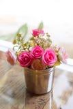 Schöne künstliche rosa Blumen Lizenzfreie Stockfotografie
