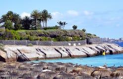 Schöne Küstenansicht von Strand EL Duque mit Türkiswasser in Costa Adeje, Teneriffa, Kanarische Inseln, Spanien Stockbilder
