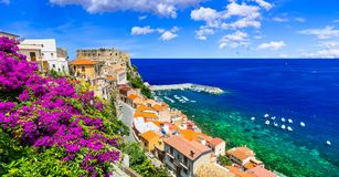Schöne Küstenstadt Scilla in Kalabrien Italien lizenzfreie stockfotografie