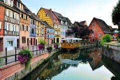 Schöne Kanäle von Colmar, Elsass, Frankreich an der Dämmerung lizenzfreie stockbilder