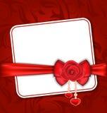 Schöne Karte für Valentine Day mit Rotrose und -bogen Stockfoto