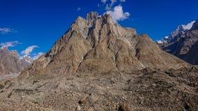 Schöne Kathedralenspitze von Urdukas-Zeltplatz auf dem Weg K2 zum niedrigen Lager, Skardu, Gilgit, Pakistan lizenzfreies stockbild