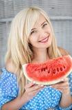 Schöne kaukasische blonde Frau Lizenzfreies Stockfoto