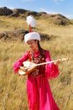 Schöne Kazakhfrau im nationalen Kostüm Stockfotografie
