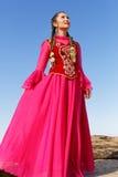 Schöne Kazakhfrau im nationalen Kostüm Lizenzfreie Stockfotos