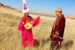 Schöne Kazakhfrau im nationalen Kostüm Lizenzfreie Stockfotografie