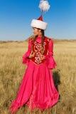 Schöne Kazakhfrau und -mann im nationalen Kostüm Stockbilder