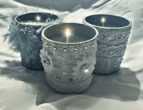 Schöne Kerzen des blauen Graus Stockfotografie