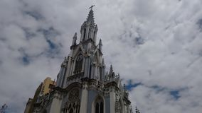 Schöne Kirche in der Stadt stockfotografie