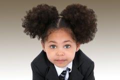 Schöne kleine Geschäftsfrau in der Jacke und in der Gleichheit Lizenzfreies Stockbild