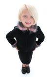 Schöne kleine Geschäftsfrau in der schwarzen Klage mit rosafarbenen Federn Lizenzfreie Stockbilder