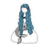 Schöne kleine Meerjungfrau mit Oberteilen Sirene Stockfotos