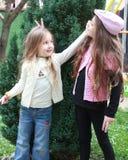 Schöne kleine Schwestern Stockfoto
