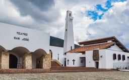 Schöne Kolonialarchitektur der Guatavita-Kirche Lizenzfreie Stockbilder
