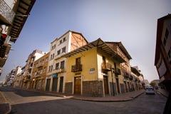 Schöne Kolonialstraßen in im Stadtzentrum gelegenem Cuenca Lizenzfreies Stockbild