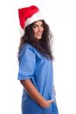 Schöne Krankenschwester oder Chirurg mit Weihnachtshut Lizenzfreie Stockfotos