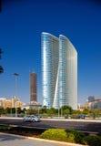 Schöne krummlinige Architektur von Abu Dhabi Lizenzfreies Stockfoto