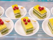 Schöne Kuchen in einem weißen Teller Lizenzfreie Stockfotos