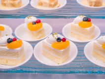 Schöne Kuchen in einem weißen Teller Lizenzfreies Stockfoto