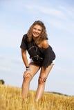 Schöne lächelnde blonde Jugendliche Stockbilder