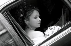 Schöne lächelnde Braut lizenzfreie stockfotos