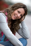 Schöne lächelnde Frau Stockfotografie