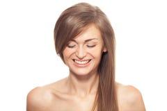 Schöne lächelnde Frau Gesundes langes Haar Stockfoto