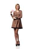 Schöne lächelnde Geschäftsfrau, eine Karte in der Hand halten, isolat lizenzfreie stockbilder